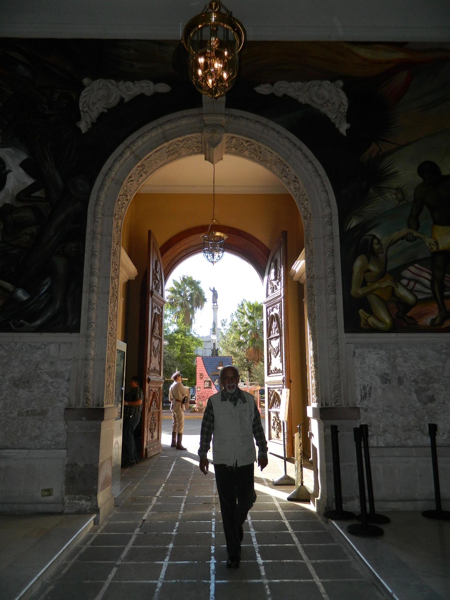 Las puertas del Palacio de Gobierno se abren a los ciudadanos