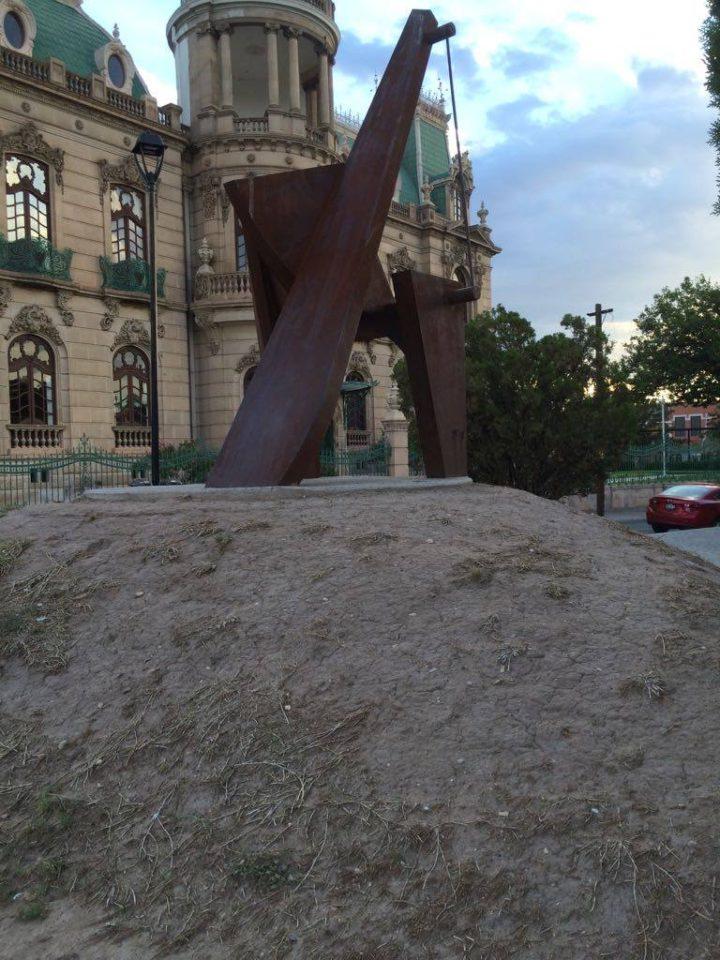 Maru mata al escultor Felguérez