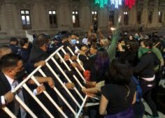Agrede Corral manifestación de mujeres con su guardia personal