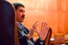 Corral: con frases del antiguo régimen, promete referente nacional, en libros y lectores