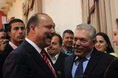 Eugenio Baeza besa al sustituto 'charro' Doroteo