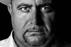 Julián Lebarón y los políticos: con la vara que midas